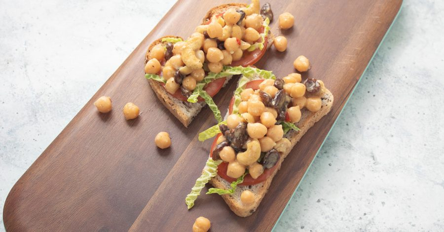 Vegan coronation chicken alternative: coronation chickpeas